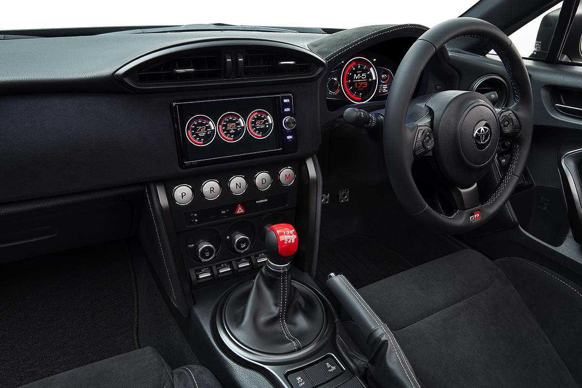 Toyota GR HV SPORTS : Toyota a prévu la possibilité de passer en mode manuel avec une boîte selon le schéma classique en H.