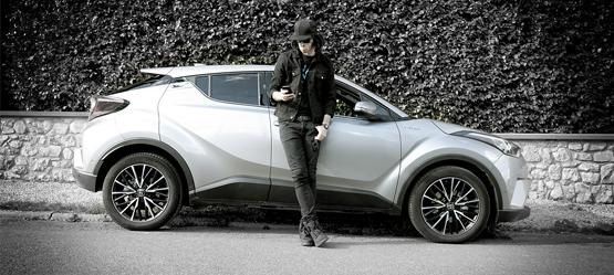 Ambassadeur Toyota: elektrosynthpop-dj Kid Noize toert met de Toyota C-HR.