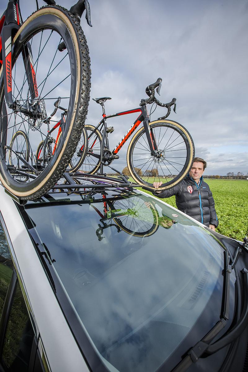 L'équipe de cyclo-cross Beobank-Corendon a choisi la Toyota Avensis comme voiture d'équipe.