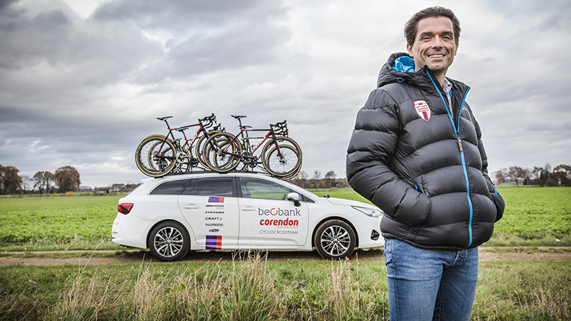 Het Beobank-Corendon cyclocross-team koos voor de Toyota Avensis als ploegwagen.