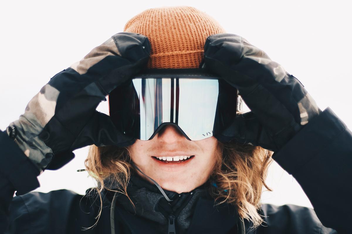 Op zijn snowboard is olympisch atleet Sebbe De Buck het gelukkigst, in zijn Toyota C-HR vindt hij comfort en sportiviteit.