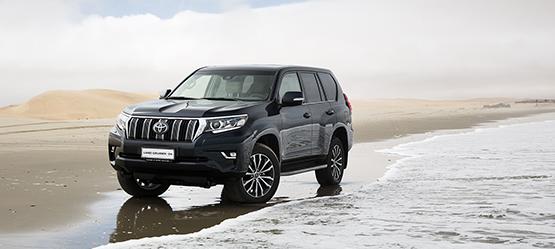 Xavier Daffe, rédacteur en chef du magazine Le Moniteur Automobile, met sérieusement à l'épreuve le nouveau Toyota Land Cruiser 2018 sur les pistes accidentées de Namibie.