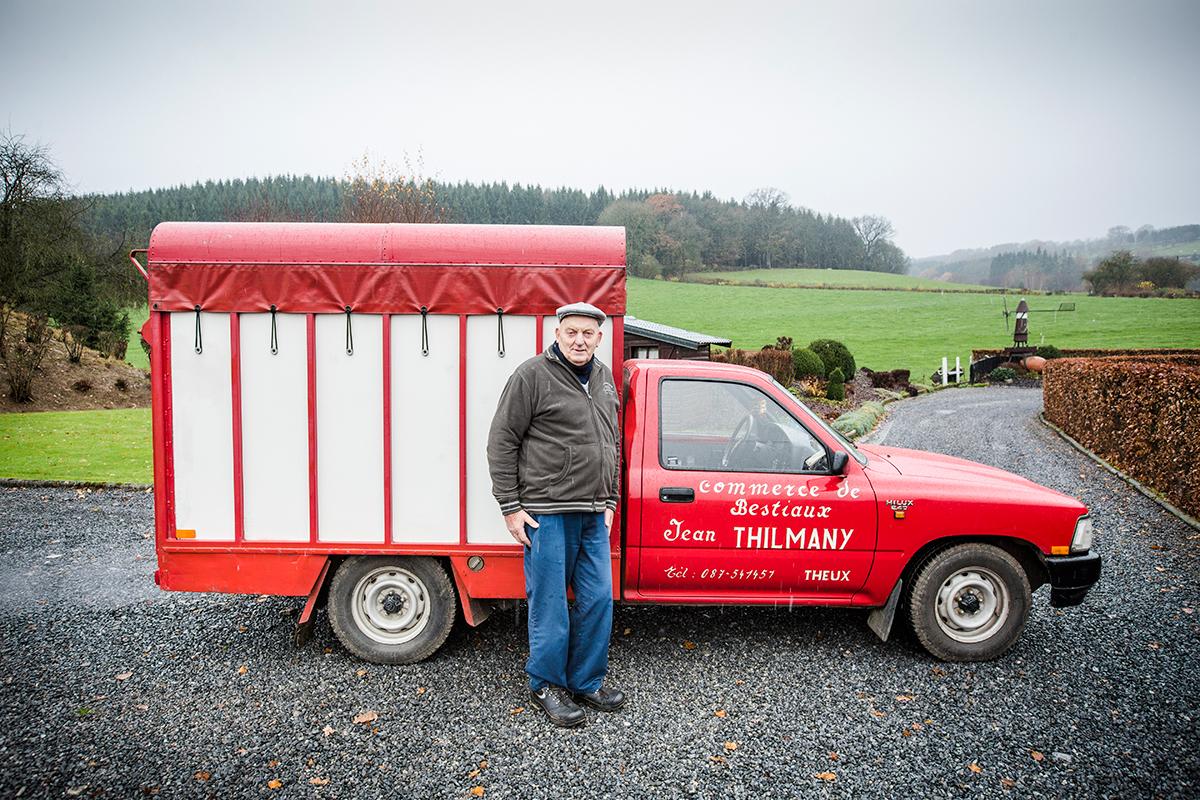 Cela fait plus de 20 ans et 500 000 km que le Toyota Hilux du marchand de bétail Jean Thilmany l'accompagne avec loyauté.
